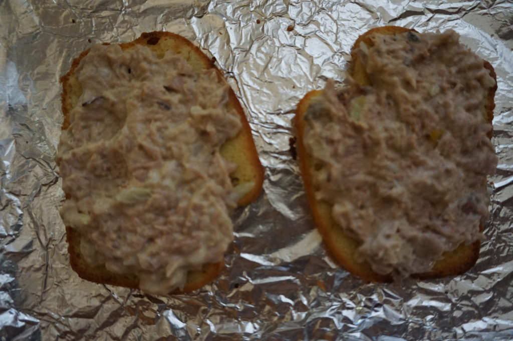 Tuna spread on low-carb bread