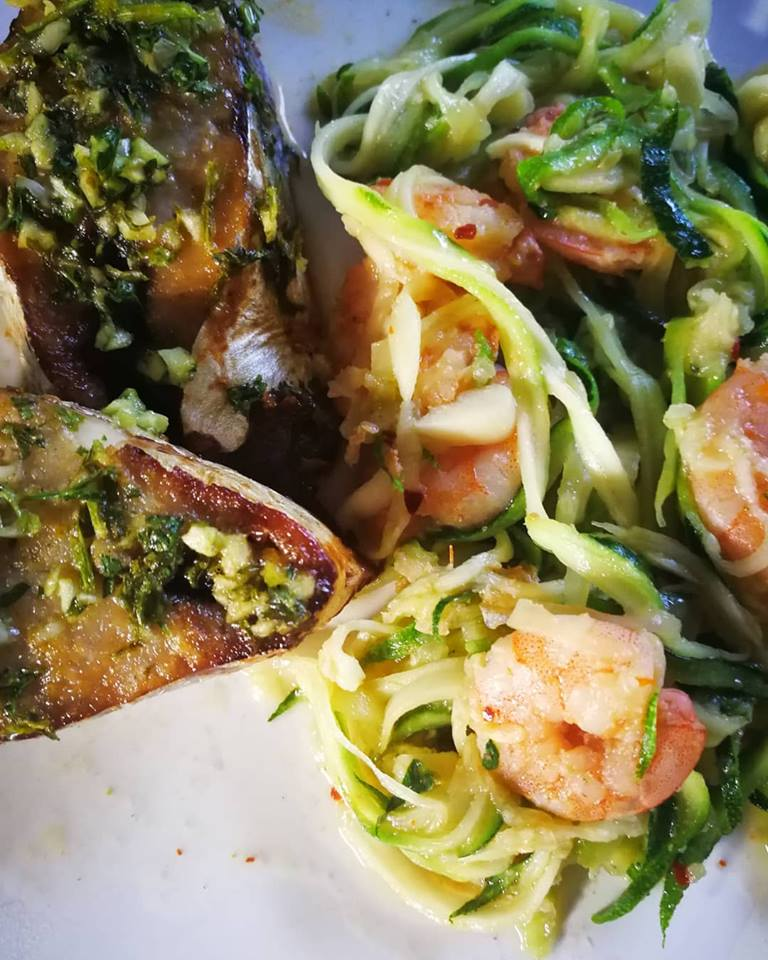 Sliced fish and zoodles
